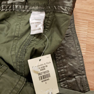 Abercrombie & Fitch Pants - Abercrombie & Fitch Cargo pants New Size 2